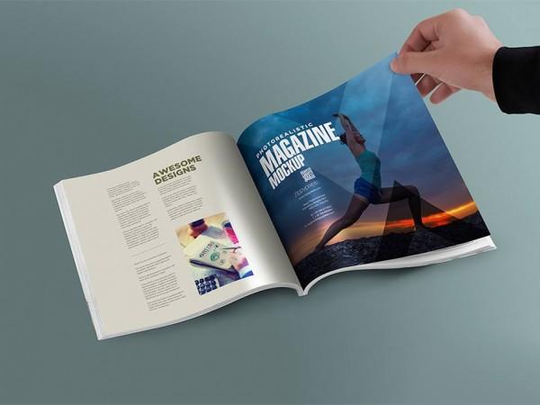 15 Browsing a Magazine Mockup